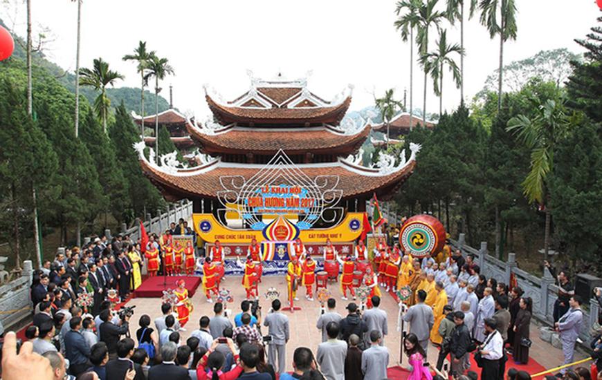 La fête de la pagode des parfums ( Chua Huong)